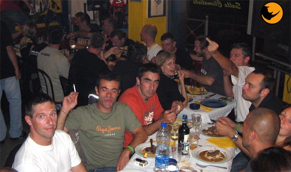 JONCTION DES TROUPES DU SUD au café racer de TOULON , une belle bande d'enculés dans une société saine et efficace