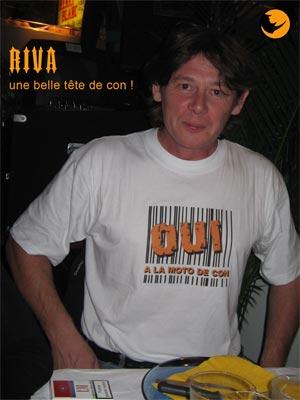 RIVA confirme l�inscription de son tee shirt en roulant sur une GSXR, un exemple a ne pas suivre, bises ma poule